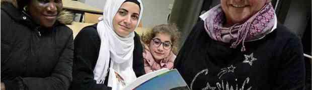 Eine Frau, ein Wörterbuch. Gaby Heger hilft Migranten